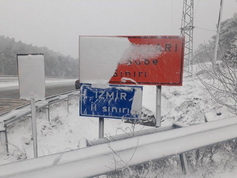 İzmir'de yüksek kesimlere kar yağdı