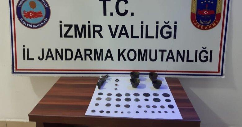 İzmir'de zeytinlikte kaçak kazı yapan 16 kişi tarihi eserlerle yakalandı