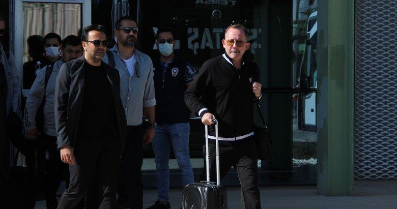 Beşiktaş İzmir'e tam kadro geldi