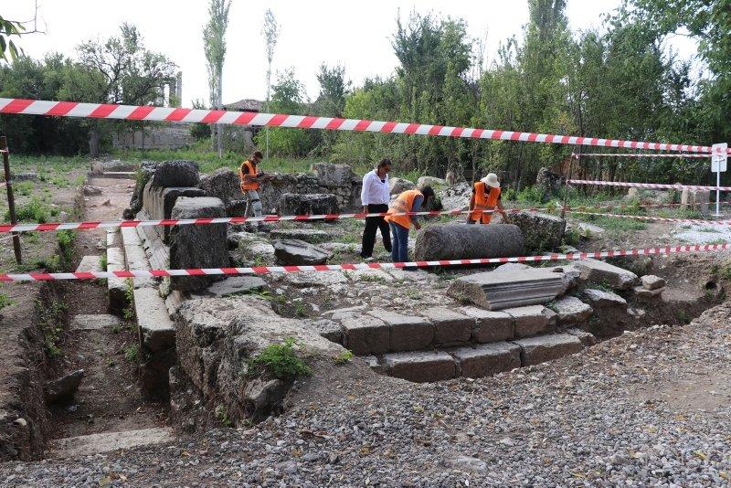 Kütahya Çavdarhisar'da Aizanoi kazılarında anıt mezar bulundu! Aizanoi Antik Kenti nedir?