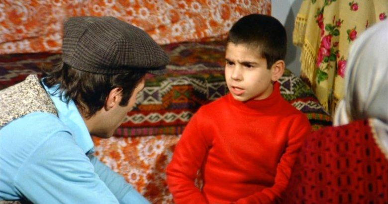 Kemal Sunal'ın efsane filmi Kapıcılar Kralı'nda Seyyid'in oğlu küçük ibo görenleri hayrete düşürdü!
