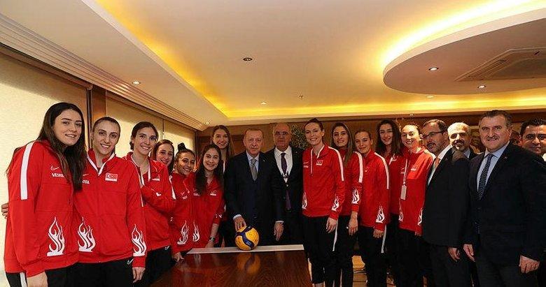 Başkan Erdoğan, A Milli Kadın Voleybol Takımı oyuncularıyla bir araya geldi
