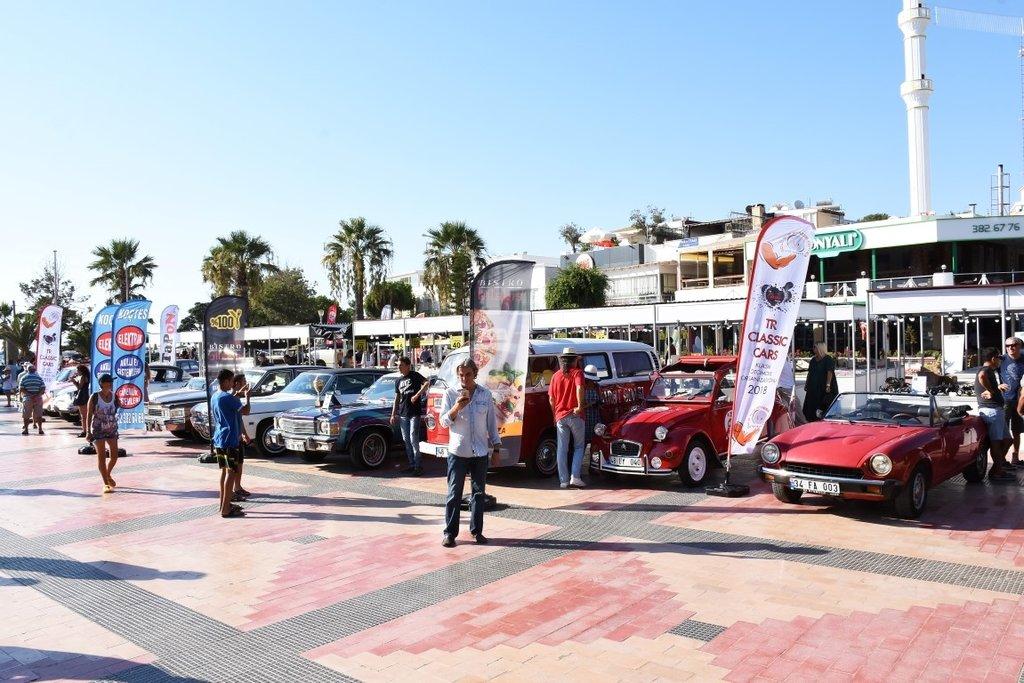 Bodrum'da klasik otomobiller görücüye çıktı