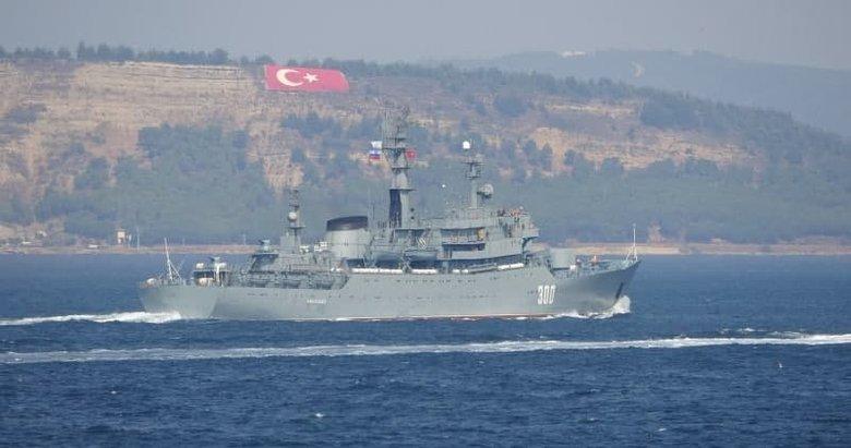 Rus savaş gemisi 'Smolnyy' Çanakkale Boğazı'ndan geçti