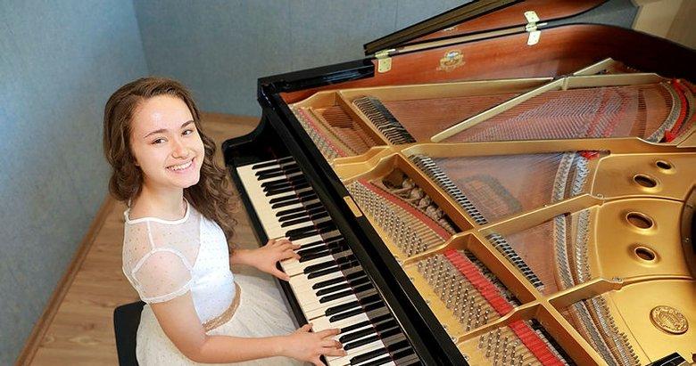 İzmirli çocuk piyanistin başarısı