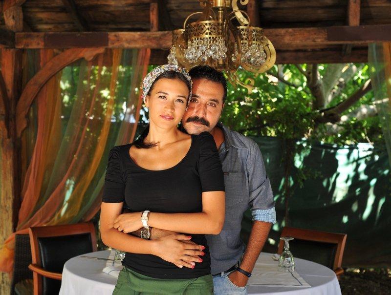 Mustafa Üstündağ ile Ecem Özkaya boşandı! Ünlü çiftin evlilikleri neden bitti?