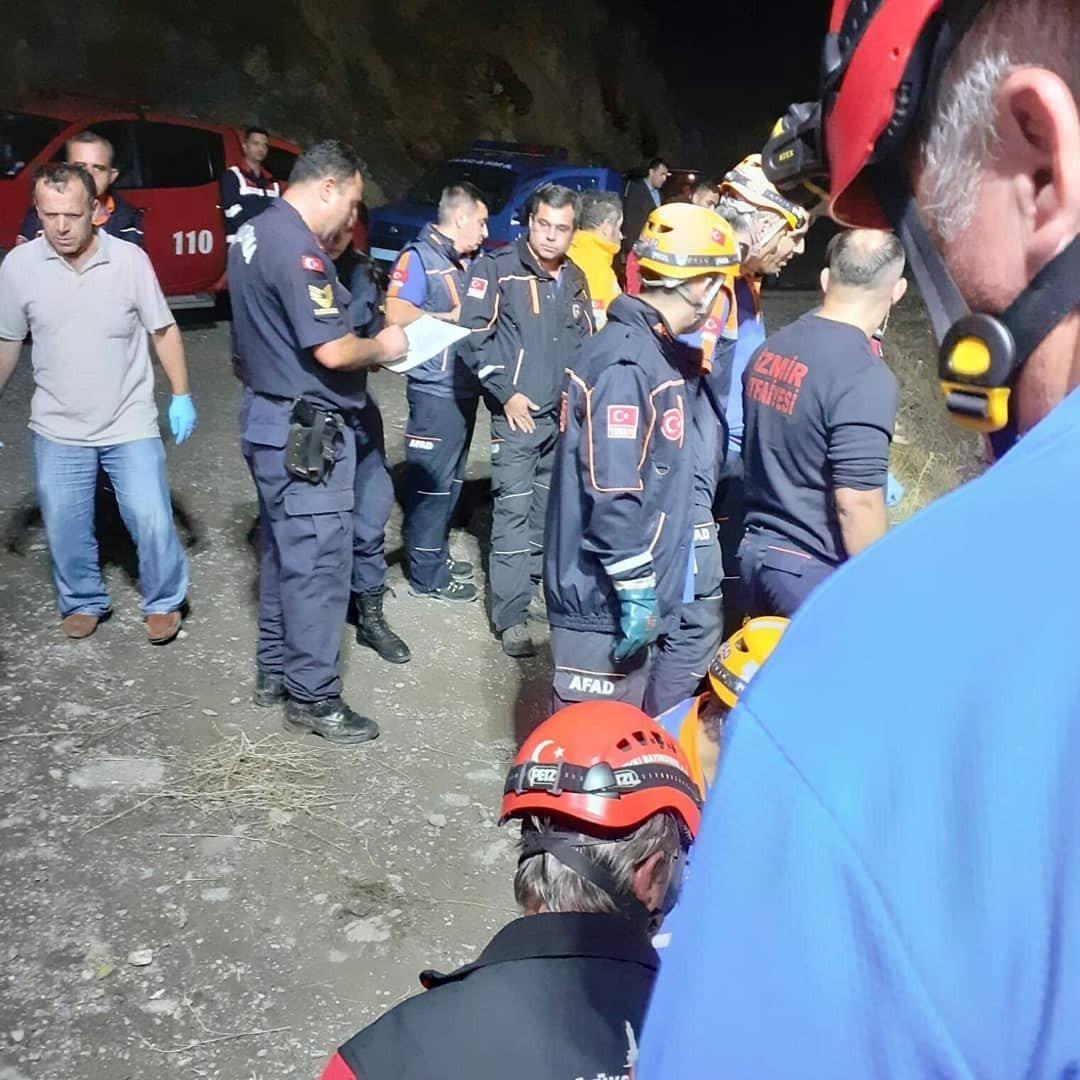 İzmir Karabağlar'da otomobil uçuruma yuvarlandı! Ölü ve yaralılar var
