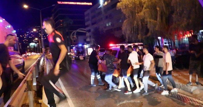 İzmir'de hareketli anlar! Omuz atma kavgası kanlı bitti