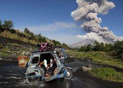Filipinlerde Mayon Yanardağı patladı