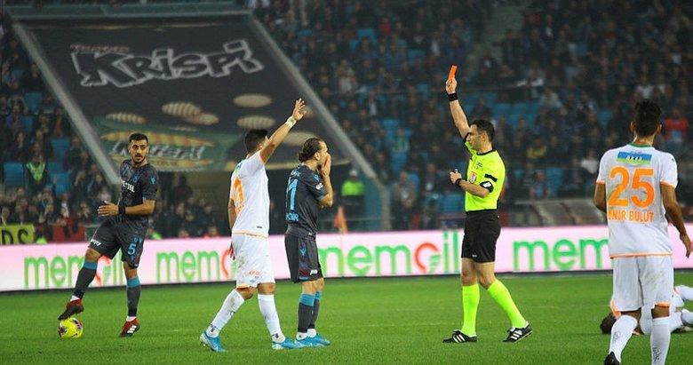 Trabzon'da kartlar havada uçuştu! Trabzonspor Alanyaspor engelini geçti