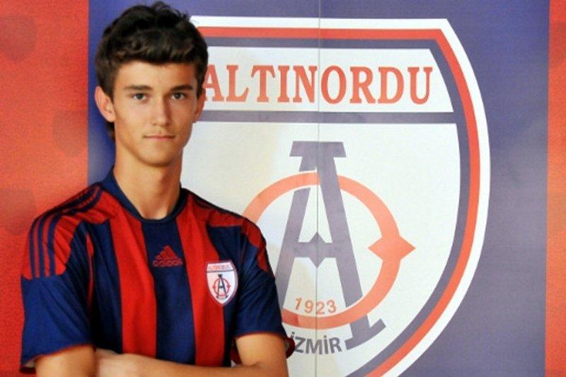Altınordu'dan Süper Lig'e bir kaleci daha