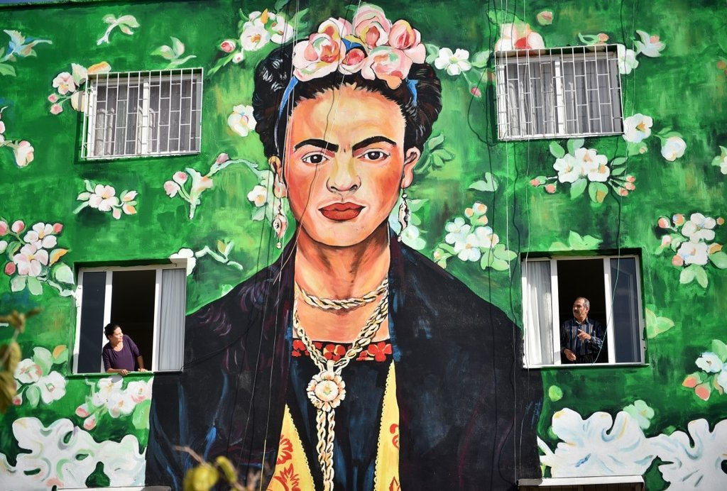 Mersin duvarlarında Frida Kahlo