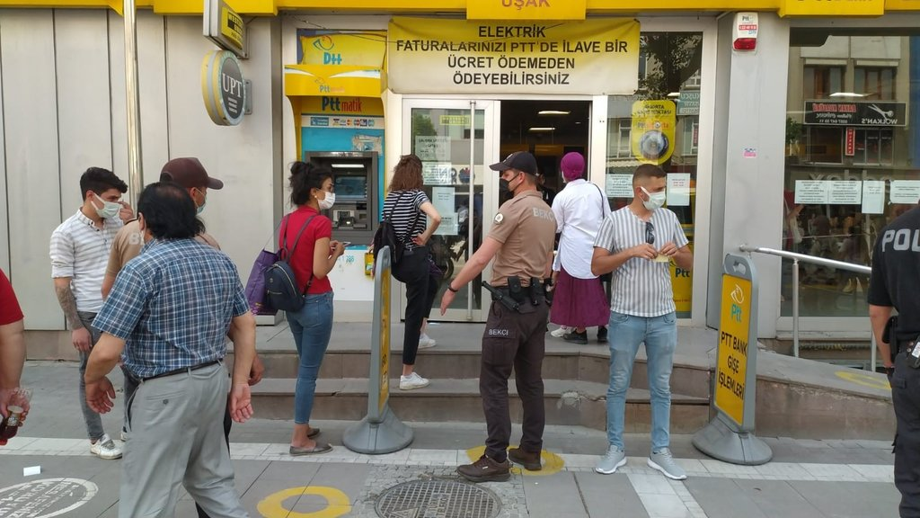 Uşak'ta motosikletli polisler vatandaşları uyardı