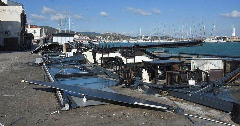 İzmir'i fırtına vurdu: Restoran harabeye döndü tekneler battı