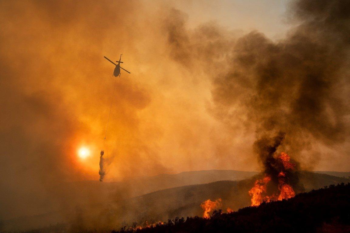 ABD'nin California eyaleti tarihinin en büyük yangınıyla mücadele ediyor