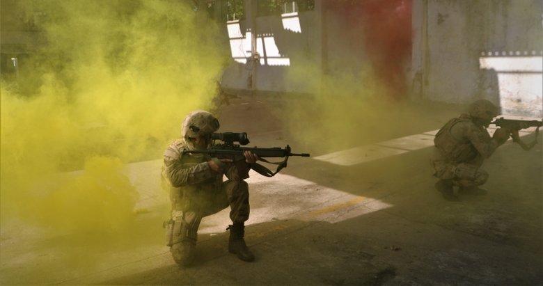 Jandarma komandolarından nefes kesen tatbikat