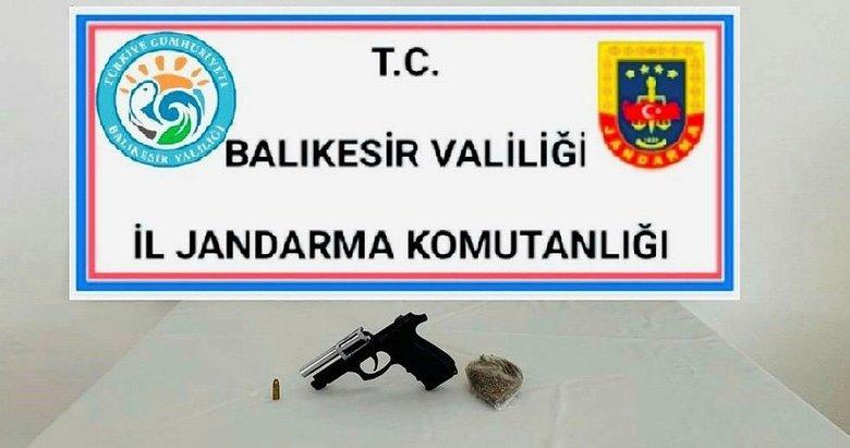 Balıkesir'de 4 silah ve 10 aranan şahıs yakalandı