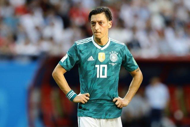 Almanyadan Mesut Özile baskı!