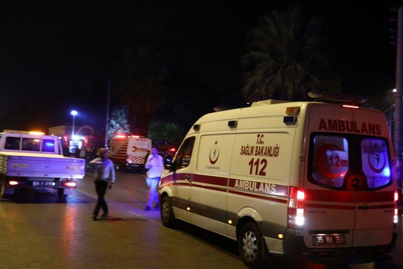 İtfaiye aracı ile hafif ticari araç çarpıştı: 9 yaralı