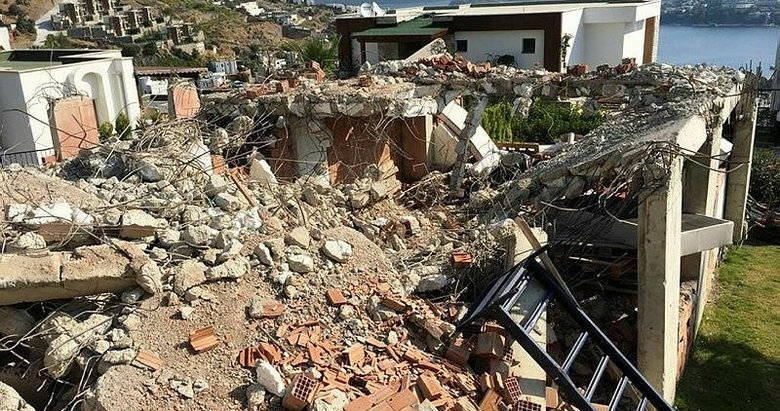 Bodrum'da 380 kaçak yapı yıkıldı