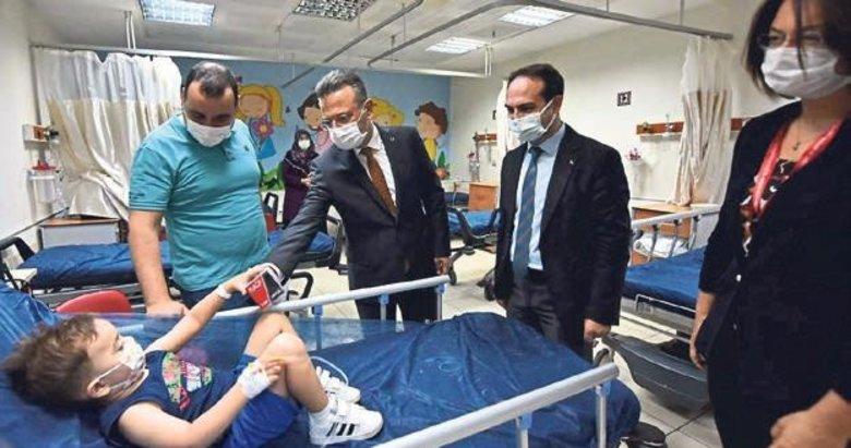 Vali Hüseyin Aksoy'dan hastalara anlamlı ziyaret