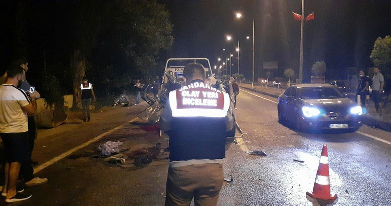 İzmir'de korkunç kaza! Önce duvara ardından ağaca çarptı