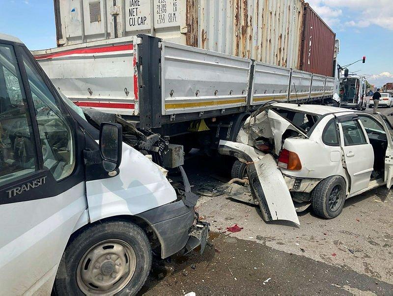 Manisa'daki zincirleme trafik kazası: Yaralılar var