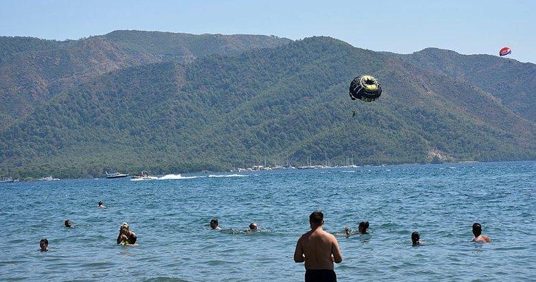 Muğla Marmaris'te turistlere yunus sürprizi