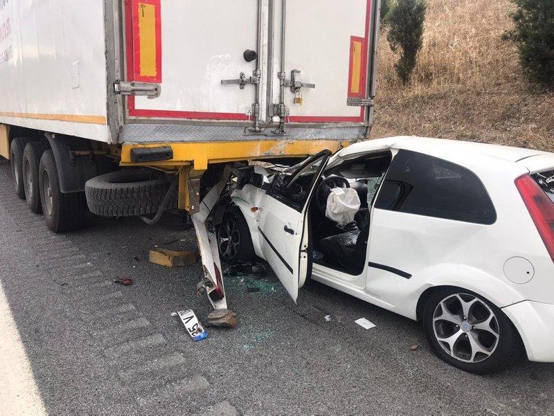 İzmir'de korkunç kaza! Park halindeki tıra çarptı