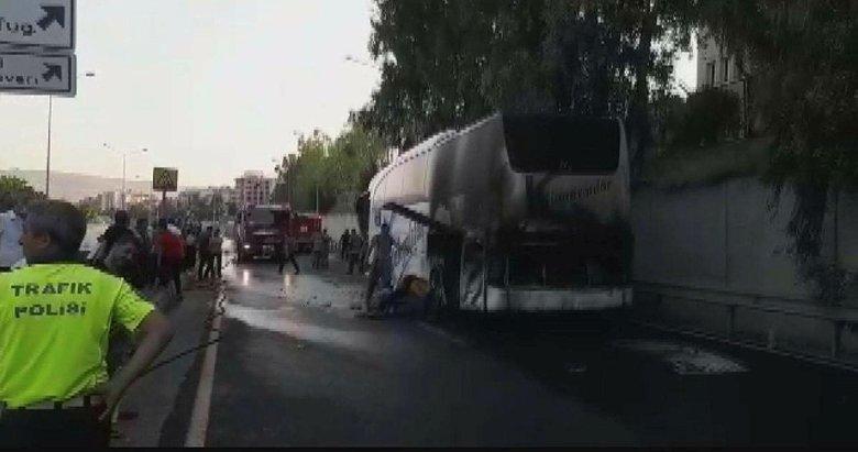 İzmir'de seyir halindeki yolcu otobüsünde çıkan yangın söndürüldü