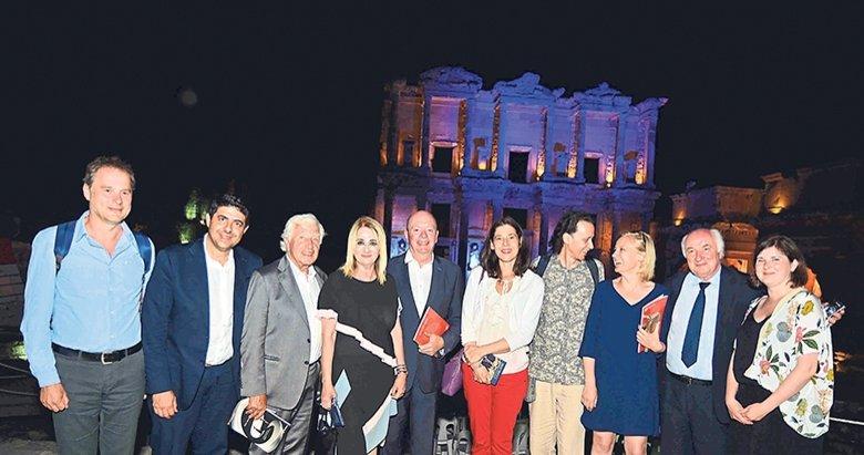 Kalpleri İzmir'de kaldı