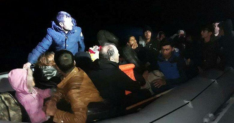 İzmir Dikili'de 25 göçmen yakalandı