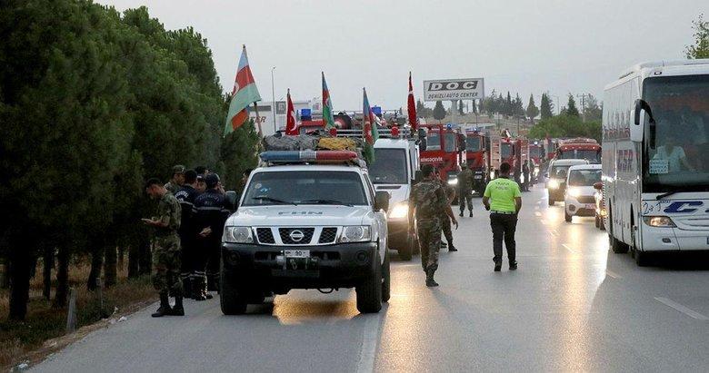 Azerbaycanlı askerler Sarayköy'de Buldan'da geceyi aydınlatan yangın kontrol altına alındı