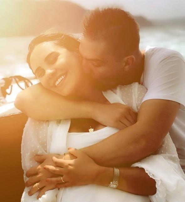Caner Erkin ile eşi Şükran Ovalının romantik boğaz turu