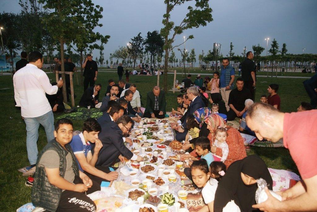 Başkan Erdoğan,sahilde iftar yaptı