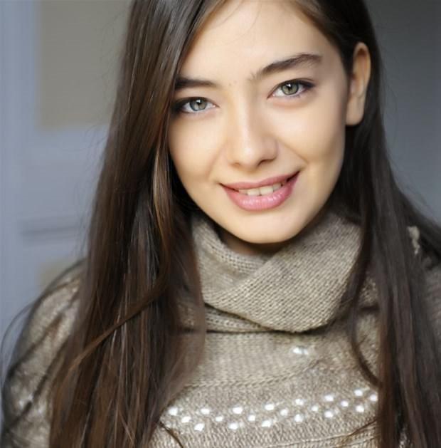 Halka dizisi oyuncusu Hande Erçel bakın aslen nereli çıktı