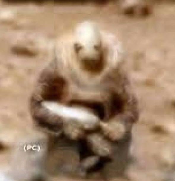 Tüyler ürperten görüntü! Mars'ta saklanan kadın mı var?