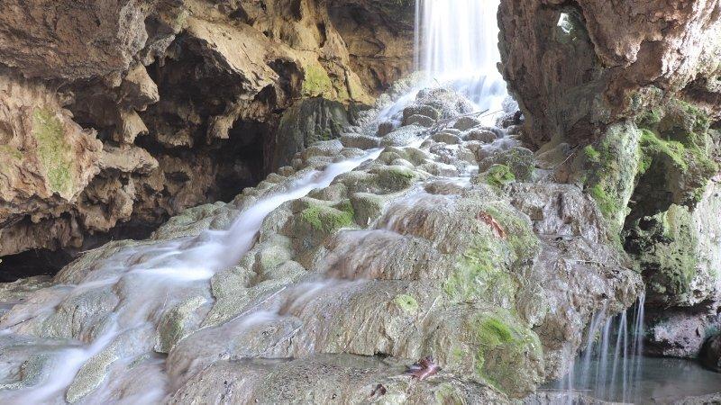 2 milyon yıllık 'Yeraltı Pamukkale'si şifa dağıtmaya devam ediyor