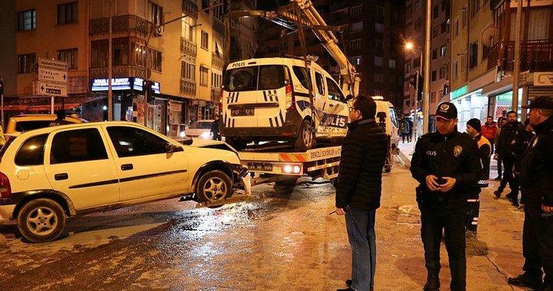 Polis aracına çarptı: 2'si polis 3 kişi yaralandı