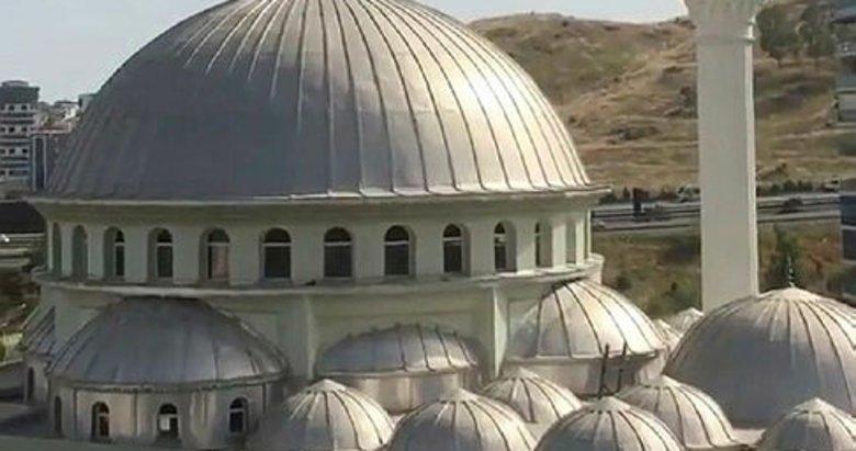 Selda Bağcan İzmir'de kendi müziğinin camilerden çalınmasına tepki gösterdi