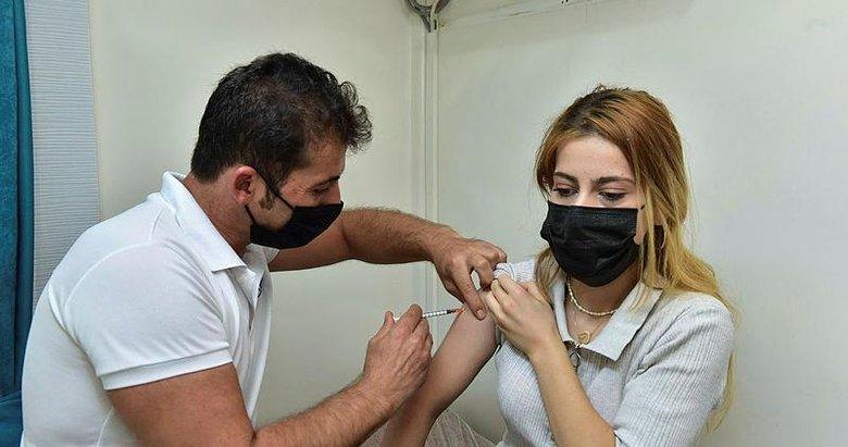 Bilim Kurulu Üyesi Prof. Dr. Şener: Kulaktan dolma bilgilerle aşıdan kaçınma var