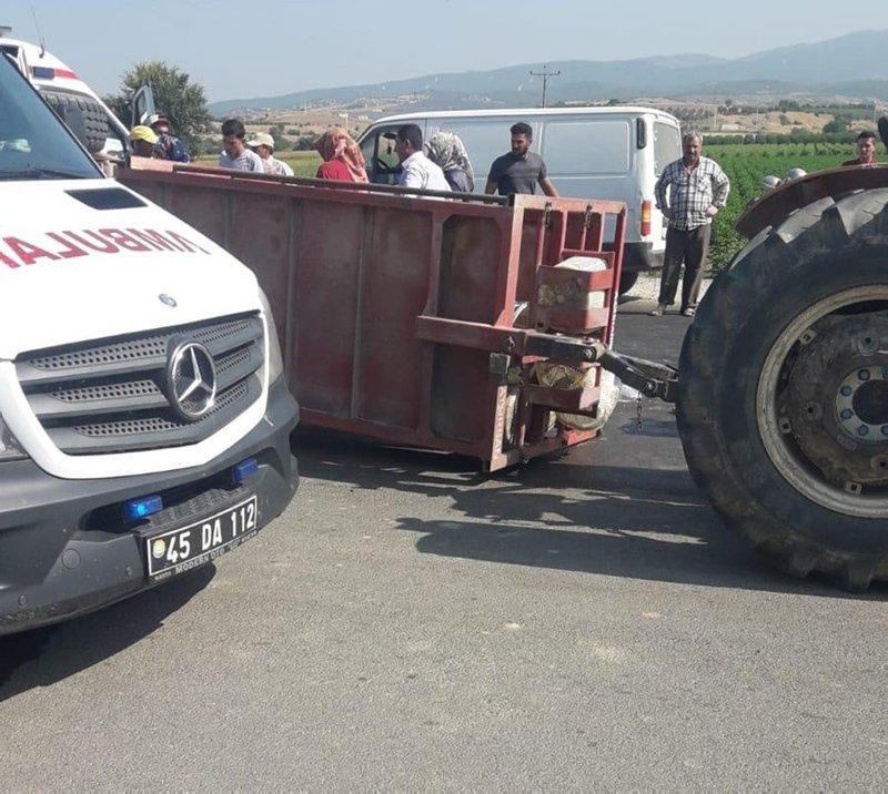 Manisa Turgutlu'da işçileri taşıyan traktör devrildi