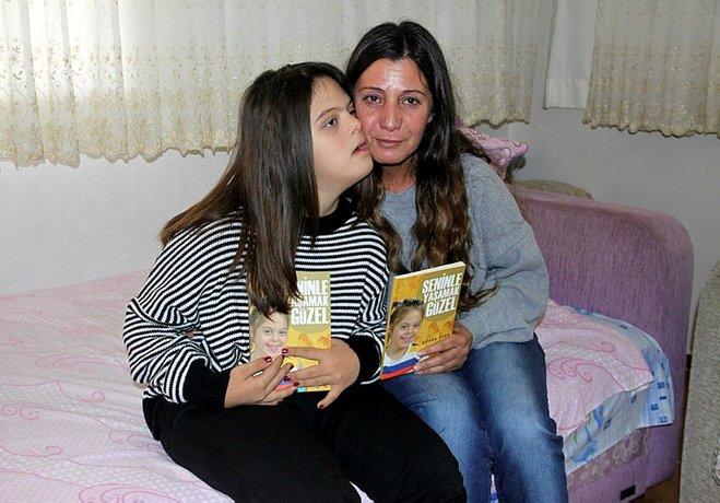 Down sendromlu kızı için kitap yazdı