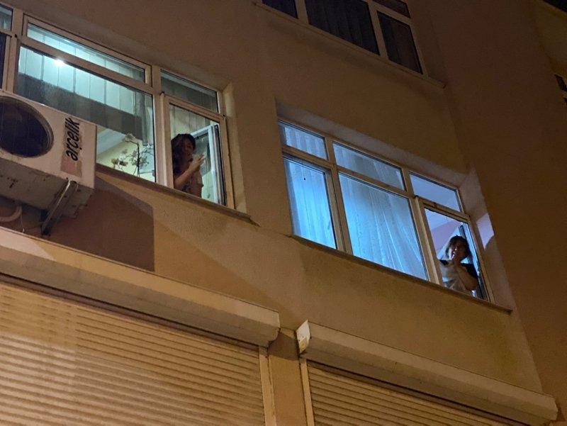 Türkiye fedakar sağlık çalışanlarına alkış tuttu