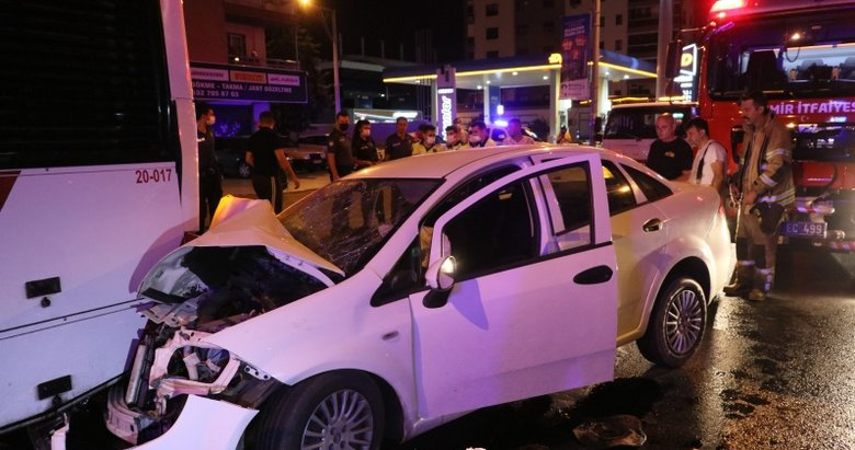 İzmir'de feci kaza! Park halindeki belediye otobüsüne çarptı