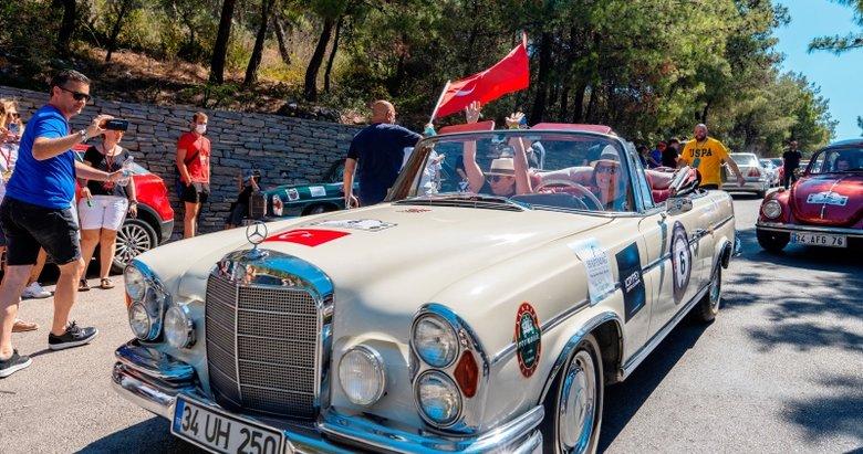 Klasik otomobiller Bodrum'da buluştu! Her biri servet değerinde