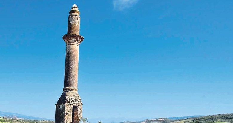 Gediz Ovası'ndaki kuraklık minareyi ortaya çıkardı