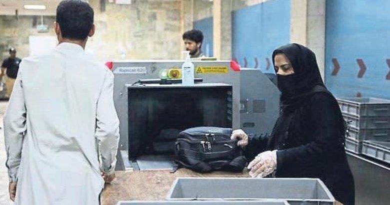 Kabil Havalimanı'nda kadın personel işe döndü
