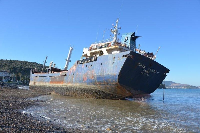 İzmir'in 'hayalet gemileri' ekonomiye katkı sağlıyor