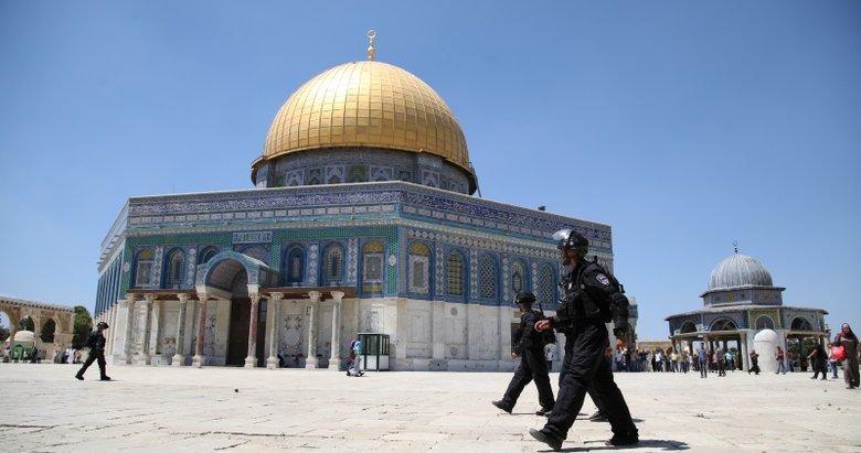 İsrail polisi Mescid-i Aksadaki cemaate saldırdı